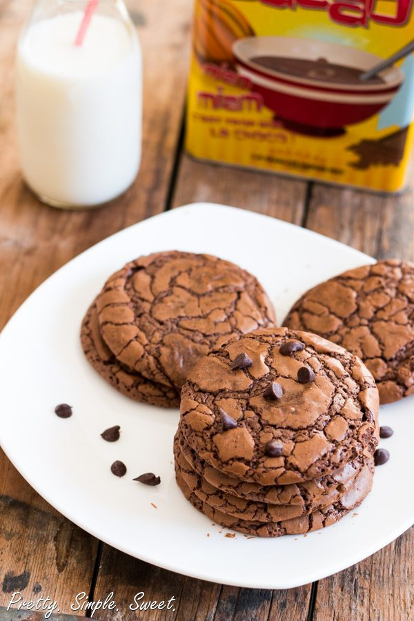 AMAZING Chocolate Fudge Cookies