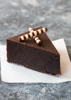 Flourless Chocolate Fudge Cake | prettysimplesweet.com