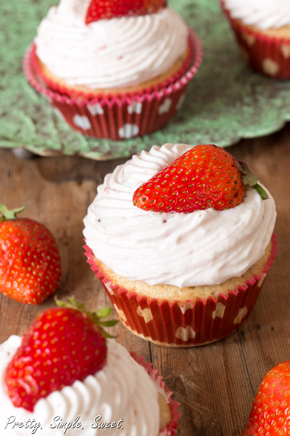 Strawberries and Cream Cupcakes (4)