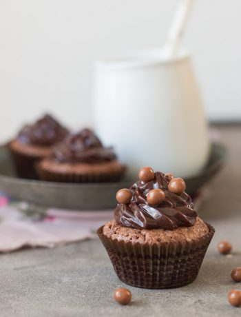 Mini Brownie Cupcakes with Chocolate Ganache Frosting | prettysimplesweet.com