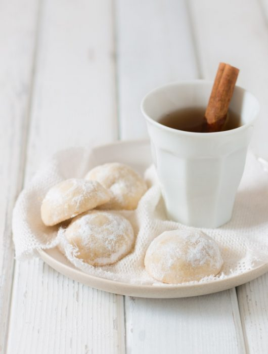 Melt In Your Mouth Butter Snowball Cookies | prettysimplesweet.com