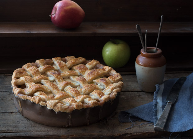 Perfect Caramel Apple Pie | prettysimplesweet.com