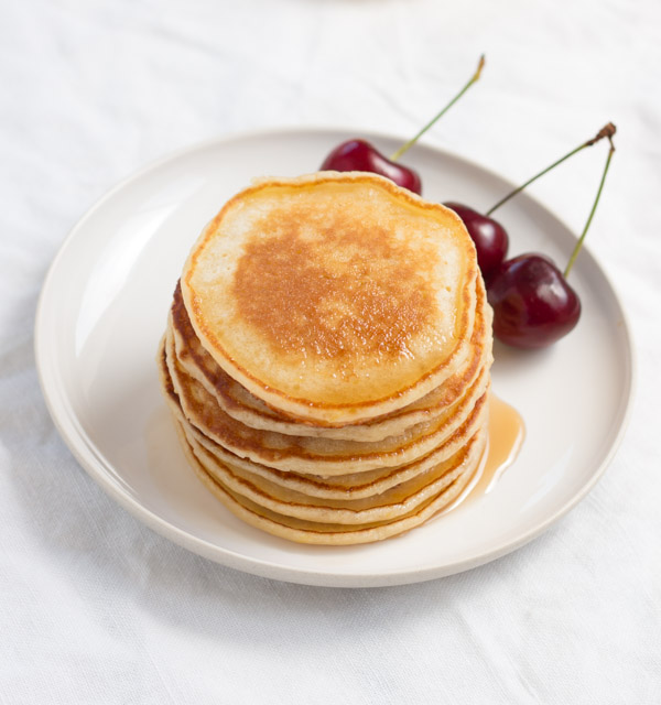 How to Make Classic Pancakes (with either milk or buttermilk) | prettysimplesweet.com