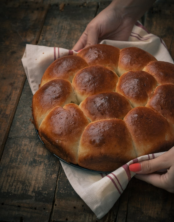 Soft and Fluffy Dinner Rolls | prettysimplesweet.com