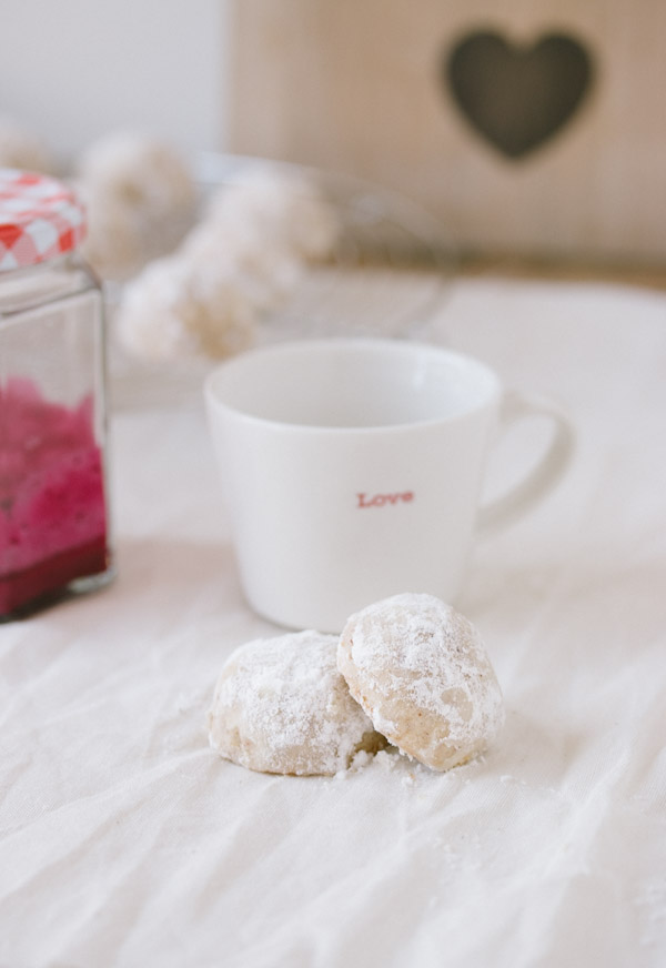 Mexican Wedding Cookies (melt-in-your-mouth pecan cookies)