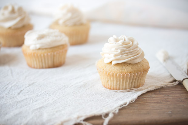 Moist and fluffy vanilla cupcakes with 3 amazing frostings to choose from, just pick your favorite! | prettysimplesweet.com