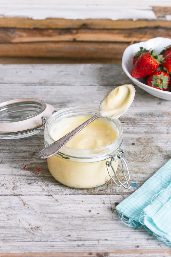Creme Patissiere (Pastry Cream) | prettysimplesweet.com