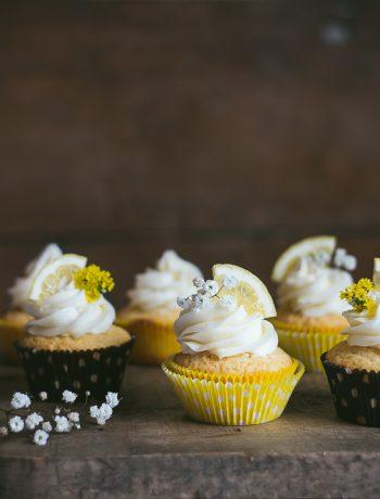 Lemon Cupcakes | prettysimplesweet.com
