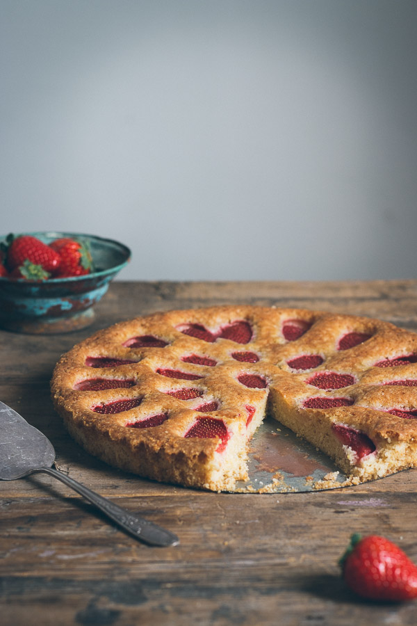 Simple Fresh Strawberry Cake | prettysimplesweet.com