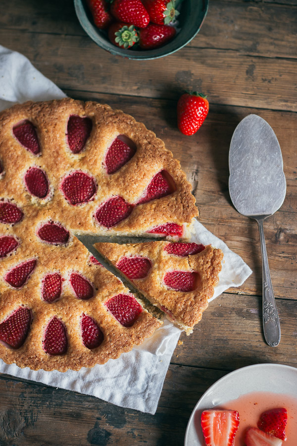 Simple Fresh Strawberry Cake | prettysimplesweet.com