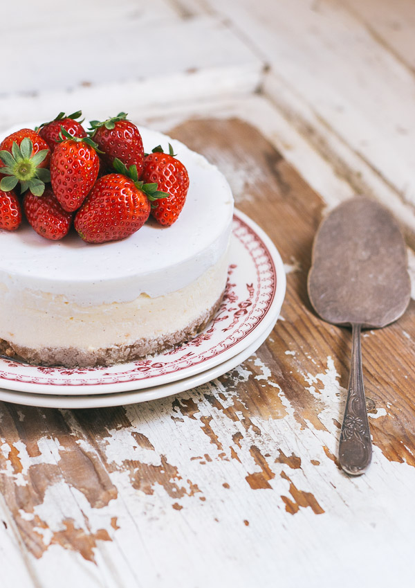 Simple and classic cheesecake | prettysimplesweet.com