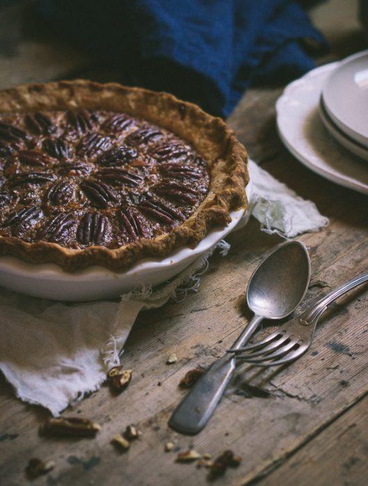 Gooey, crunchy, and full of flavor classic pecan pie recipe | prettysimplesweet.com
