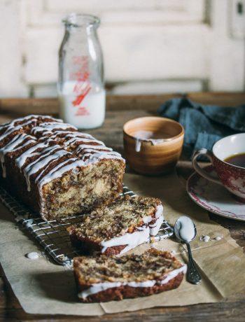 Cinnamon swirl cake that tastes just like cinnamon rolls!   prettysimplesweet.com