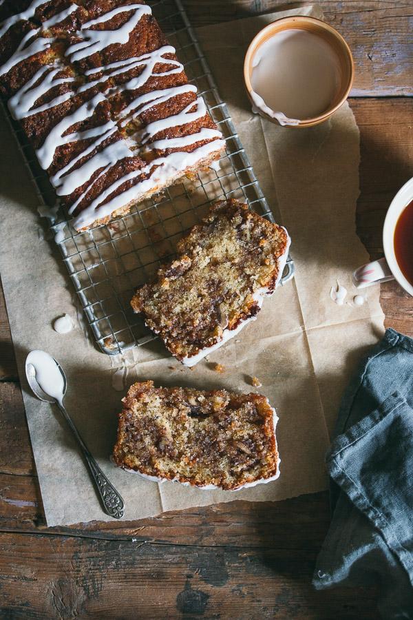 Cinnamon swirl cake that tastes just like cinnamon rolls! | prettysimplesweet.com