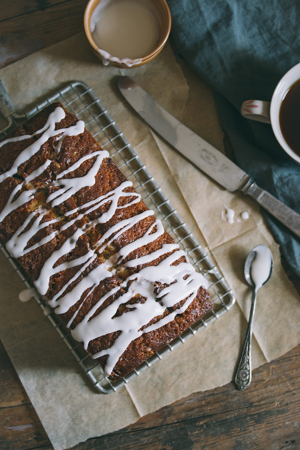 Cinnamon swirl cake that tastes just like cinnamon rolls! | prettysimplesweet.com