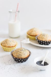 Moist and fluffy lemon poppy seed muffins a deliciously delicate crunch | prettysimplesweet.com