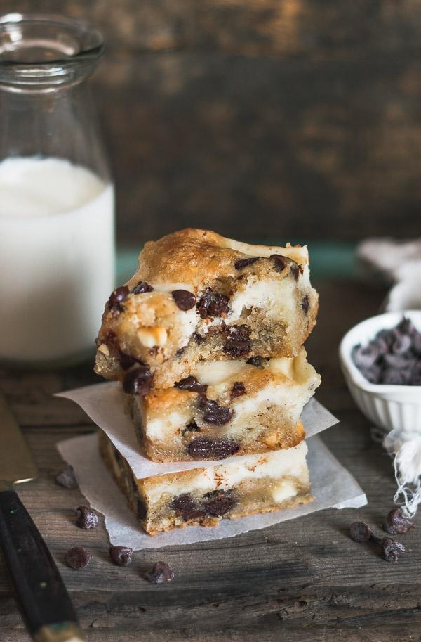 Chocolate Chip Cookie Cheesecake Bars | prettysimplesweet.com