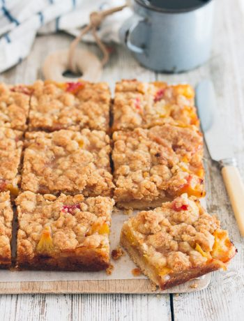 Peaches and Cream Crumble Bars | prettysimplesweet.com