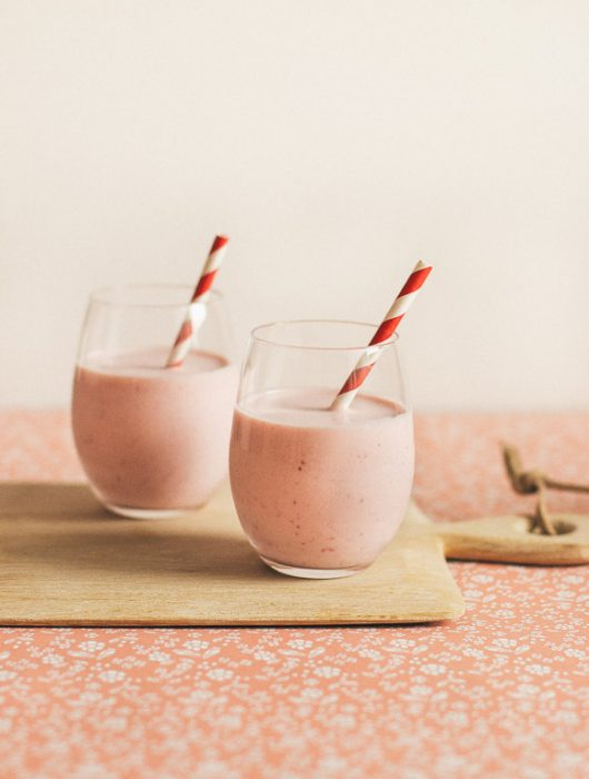 White Chocolate Strawberry Smoothie | prettysimplesweet.com