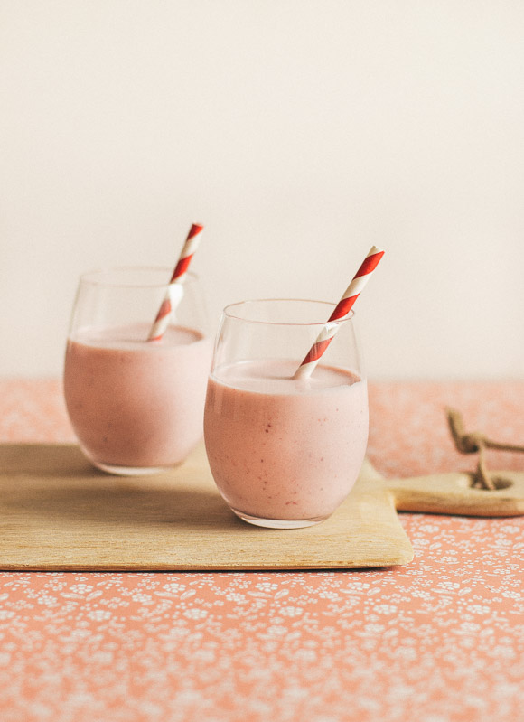 White Chocolate Strawberry Smoothie | prettysimplesweet.com