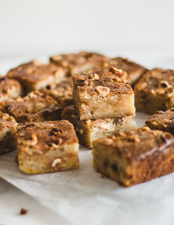 Banana Caramel and White Chocolate Blondies #brownies