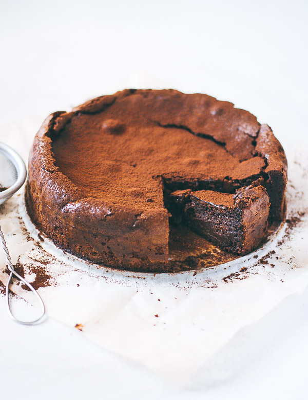 Italian Chocolate Cake With Almonds