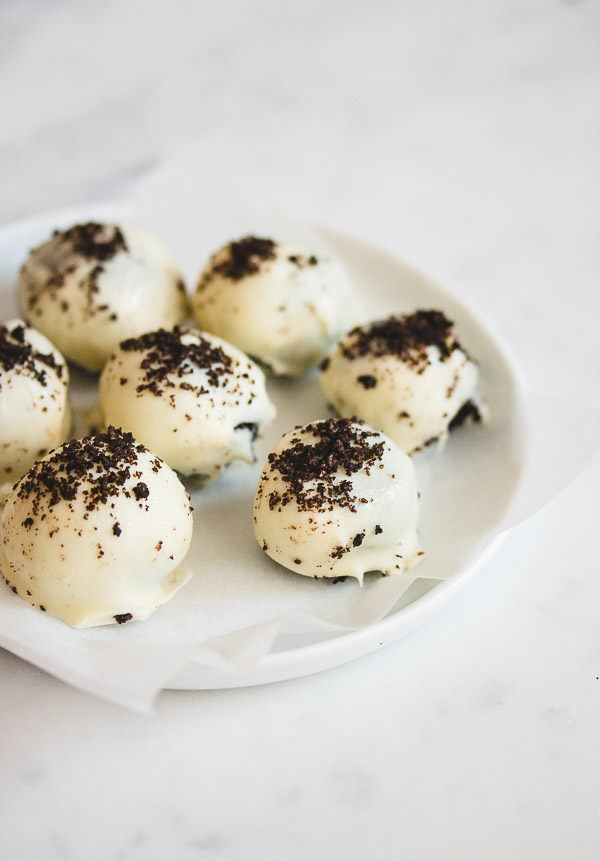3-Ingredient White Chocolate Oreo Truffles