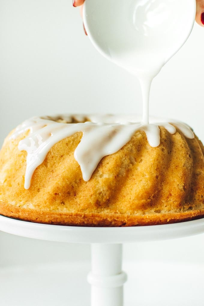 Perfect lemon bundt cake, great as a morning or afternoon snack.