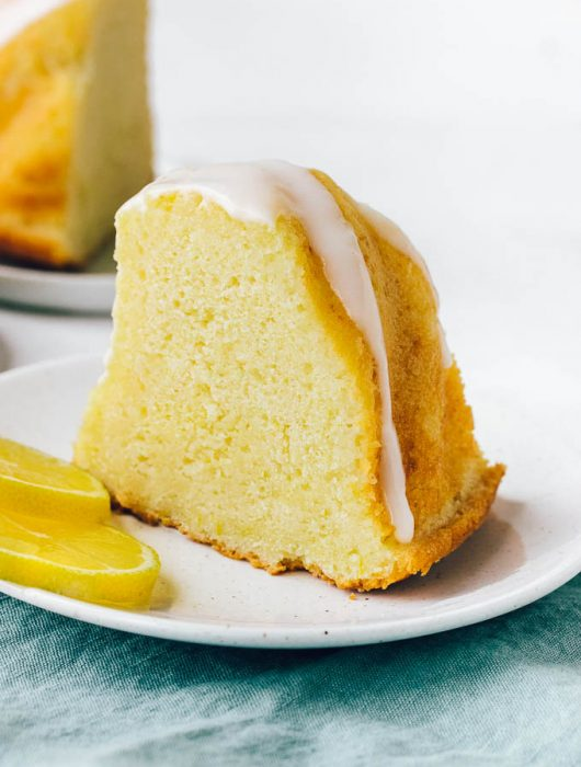 Moist and tender lemon cake, simple and easy to make.